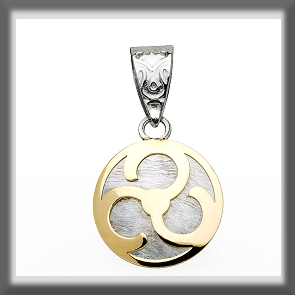 ROUND PENDANT STAINLESS STEEL AND GOLD WITH A PROPELLER IN THE C