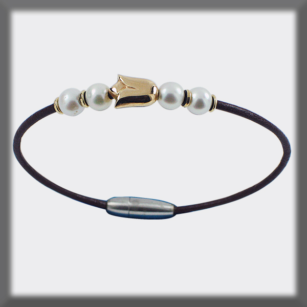 BRACELET IN LEATHER 2 mm , 4 PEARLS OF 6,5 mm , 4 PIECES  AND 1