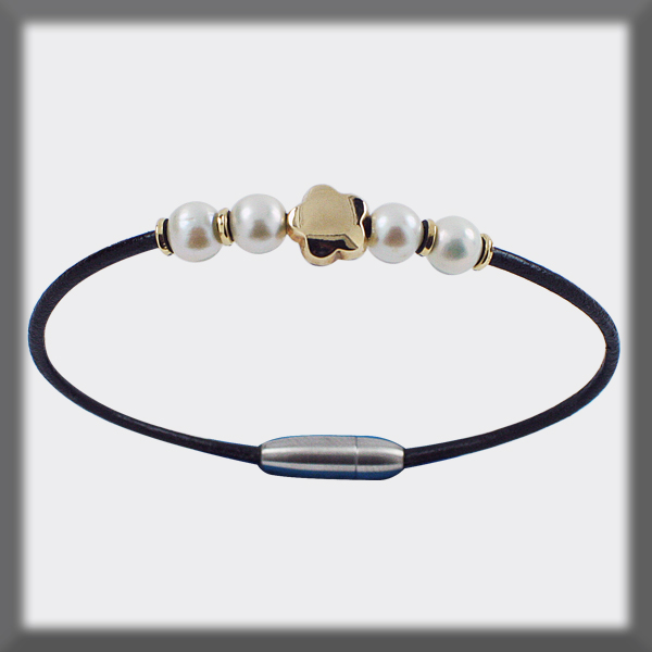 BRACELET IN LEATHER 2 mm , 4 PEARLS OF 6,5 mm , 4 PIECES AND 1 F